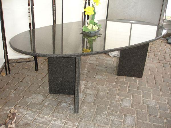 Esstisch Granit Oval ~ Inneneinrichtung  Natursteinbetrieb Francisco in Linnich